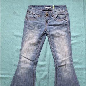 Low rise-flare jean